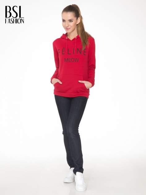 Czerwona bluza kangur z kapturem i nadrukiem FÉLINE MEOW                                  zdj.                                  2