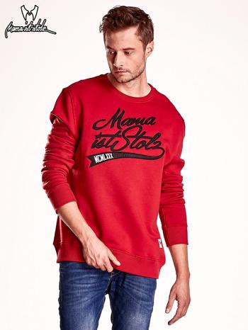 Czerwona bluza męska z tekstowymi naszywkami                                  zdj.                                  2