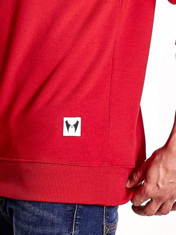 Czerwona bluza męska z tekstowymi naszywkami                                  zdj.                                  6