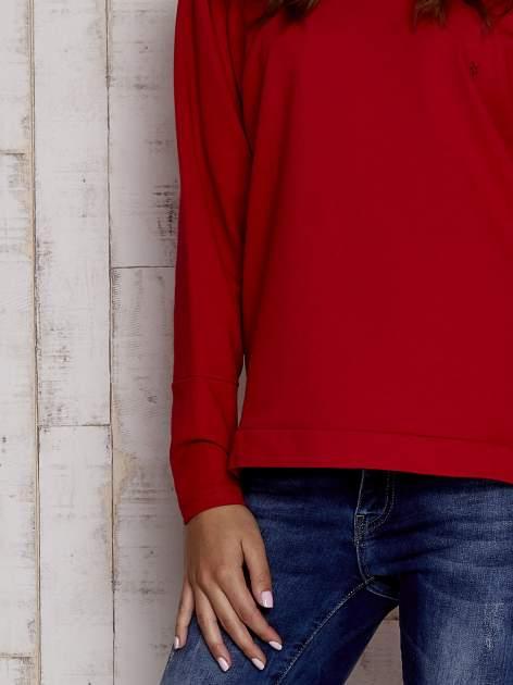 Czerwona bluza oversize z dekoltem w łódkę                                  zdj.                                  5