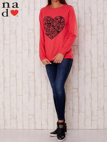 Czerwona bluza z nadrukiem serca                                  zdj.                                  2