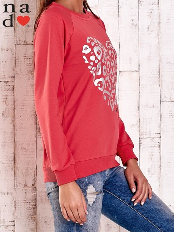 Czerwona bluza z nadrukiem serca i napisem JE T'AIME                                   zdj.                                  3