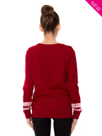 Czerwona bluza z numerem w stylu collage                                  zdj.                                  2