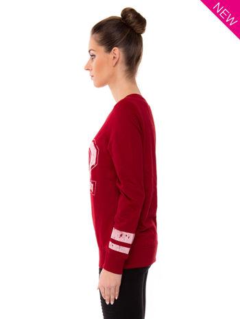 Czerwona bluza z numerem w stylu collage                                  zdj.                                  3