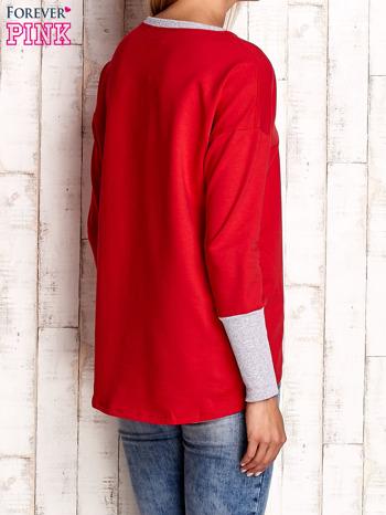 Czerwona bluza z wiązaniem i szerokim ściągaczem                                  zdj.                                  4