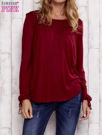 Czerwona bluzka z koronkowym dekoltem                                  zdj.                                  1
