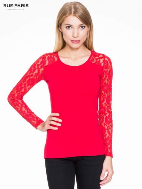 Czerwona bluzka z koronkowymi rękawami                                  zdj.                                  1