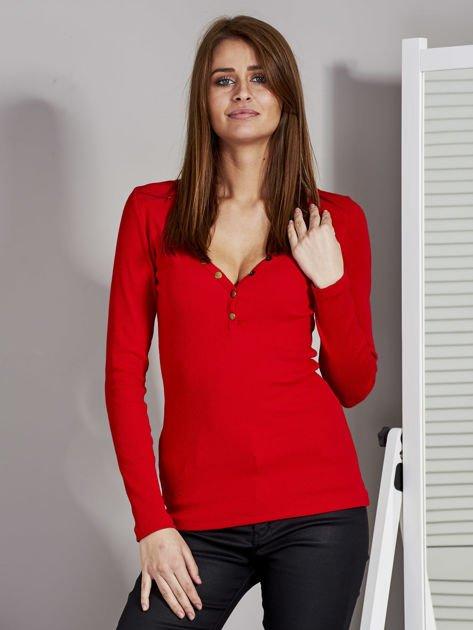 Czerwona bluzka z zatrzaskami przy dekolcie                               zdj.                              1