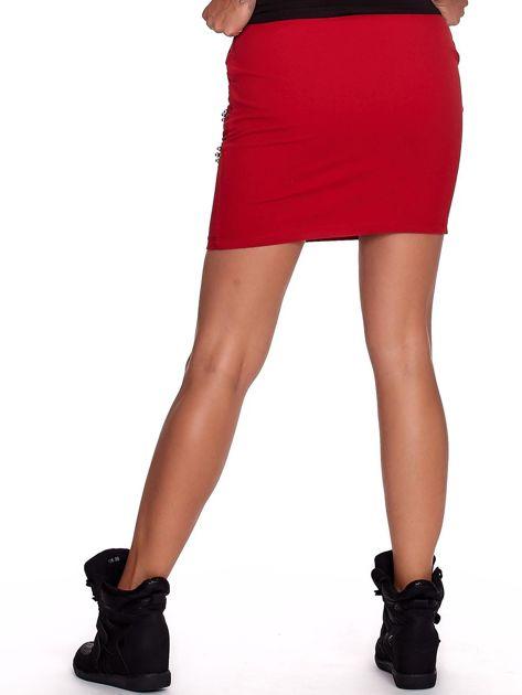 Czerwona dresowa spódnica z kieszeniami i perełkami                              zdj.                              2
