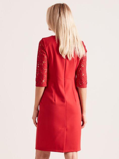Czerwona elegancka sukienka z koronką                              zdj.                              2