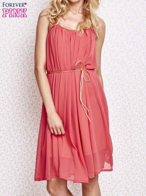 Czerwona grecka sukienka ze złotym paskiem