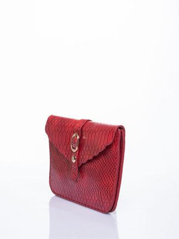 Czerwona kopertówka z motywem skóry krokodyla                                  zdj.                                  3