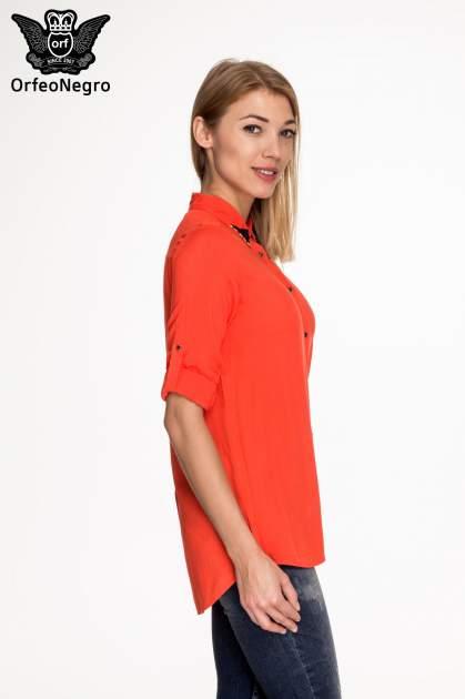 Czerwona koszula z kołnierzykiem zdobionym koralikami                                  zdj.                                  5