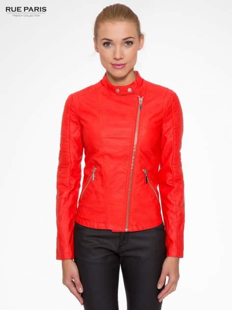 Czerwona kurtka biker z przeszyciami na ramionach                                  zdj.                                  1