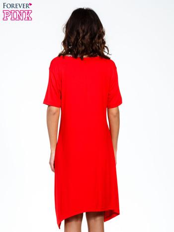 Czerwona luźna sukienka z asymetrycznym dołem                                  zdj.                                  4