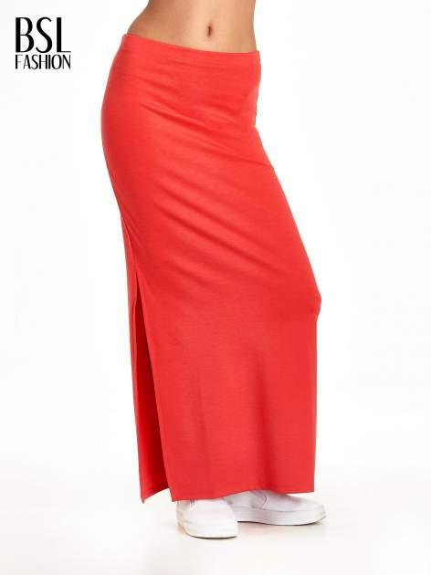 Czerwona maxi spódnica z rozcięciem z boku