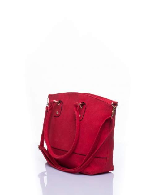 Czerwona miejska torba z czarną lamówką                                  zdj.                                  4