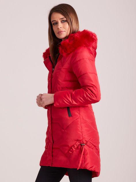 Czerwona pikowana kurtka na zimę                              zdj.                              3
