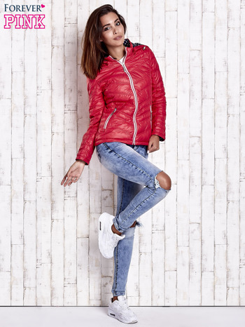 Czerwona pikowana kurtka z wykończeniem w groszki                                  zdj.                                  6
