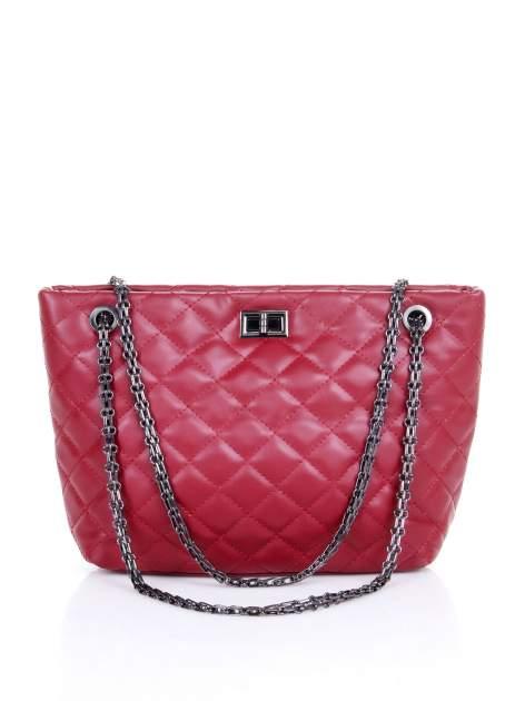 Czerwona pikowana torebka na łańcuszku                                  zdj.                                  1