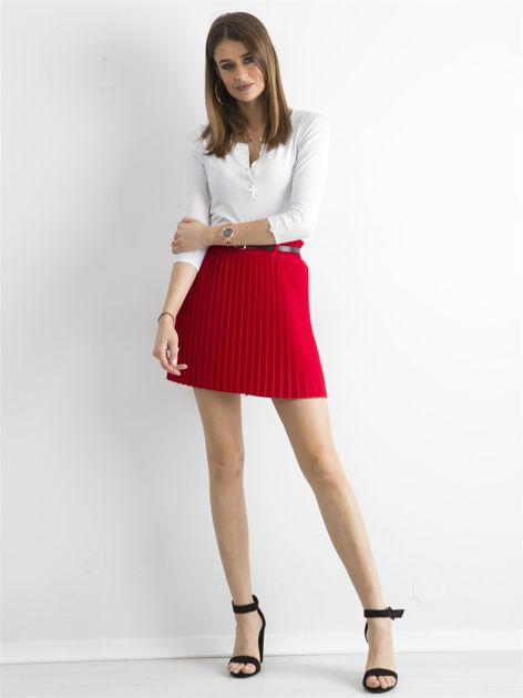 Czerwona plisowana spódnica z paskiem                              zdj.                              4