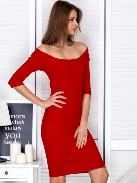 Czerwona prążkowana sukienka odsłaniająca ramiona                              zdj.                              5