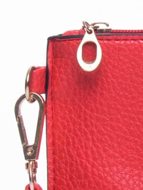 Czerwona prosta przewieszana torebka z uchwytem                                  zdj.                                  7