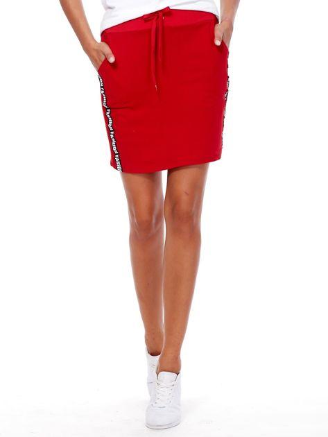 Czerwona spódnica z tekstowymi lampasami                              zdj.                              1