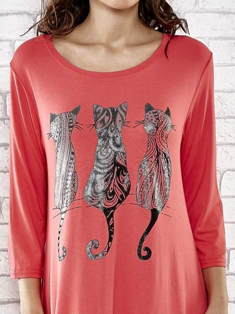 Czerwona sukienka damska z nadrukiem kotów                                  zdj.                                  5