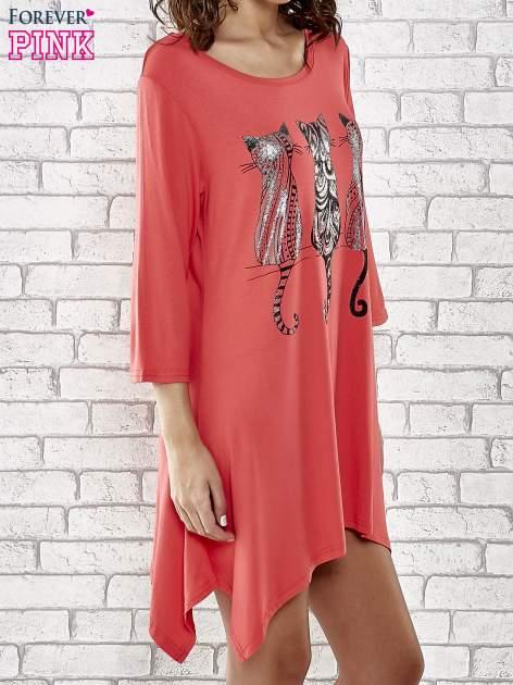 Czerwona sukienka damska z nadrukiem kotów                                  zdj.                                  3