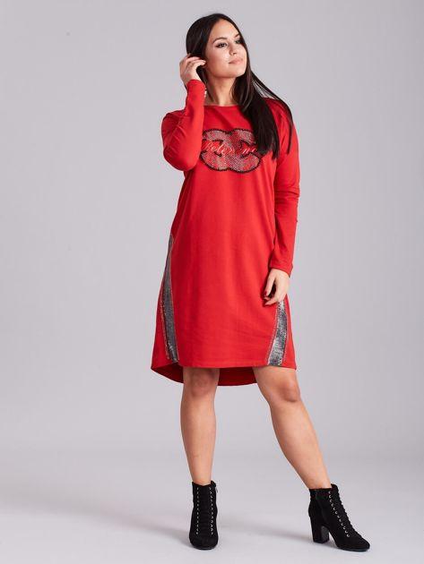 Czerwona sukienka dresowa z dżetami                              zdj.                              4