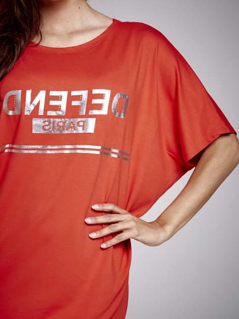 Czerwona sukienka dresowa z napisem DEFEND PARIS                                  zdj.                                  5