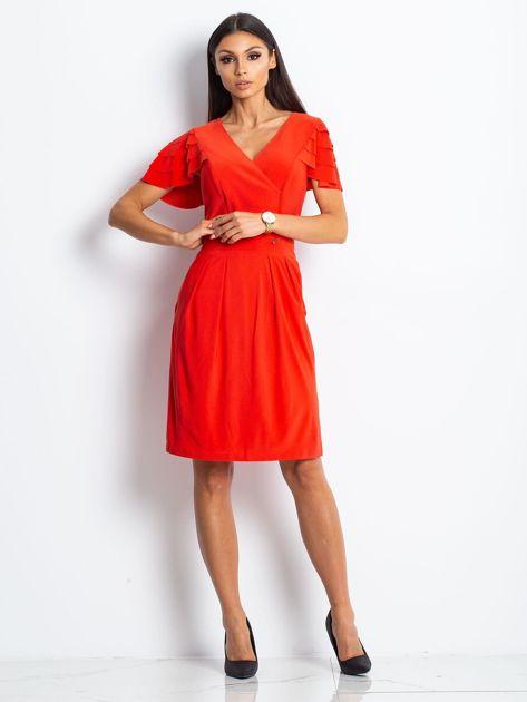 Czerwona sukienka koktajlowa z falbankami na rękawach                              zdj.                              3