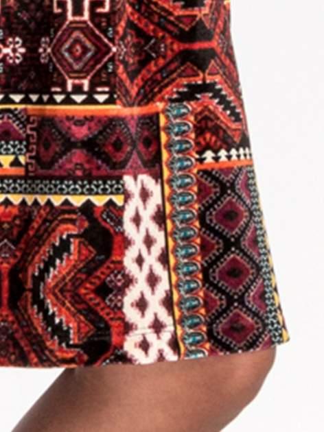 Czerwona sukienka midi w patchworkowy wzór                                  zdj.                                  6
