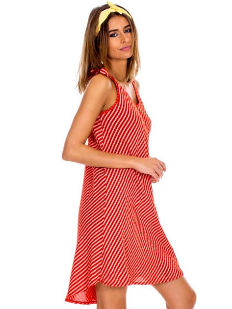 Czerwona sukienka w paski wiązana na ramionach                              zdj.                              5