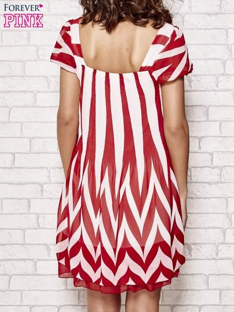 Czerwona sukienka w paski z bufiastymi rękawkami                                  zdj.                                  4