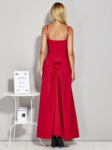 Czerwona sukienka wieczorowa z drapowaniem                              zdj.                              2