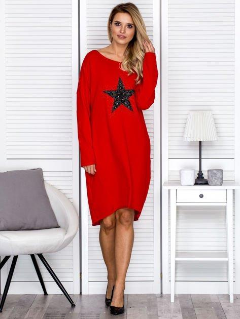 Czerwona sukienka z gwiazdą                               zdj.                              4