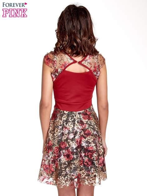 Czerwona sukienka z koronkowym kwiatowym dołem                                  zdj.                                  4