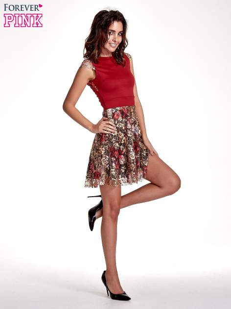 Czerwona sukienka z koronkowym kwiatowym dołem                                  zdj.                                  7