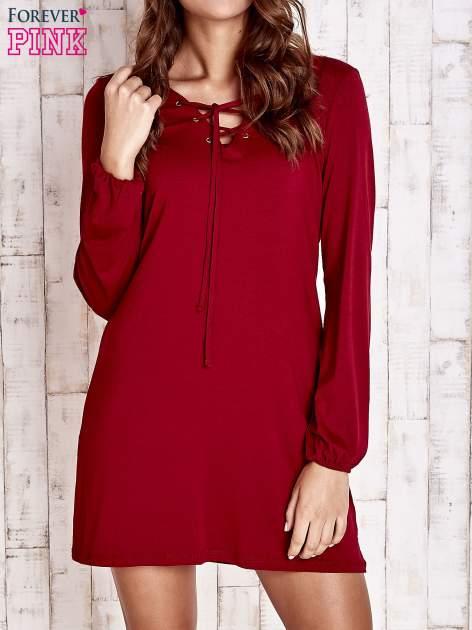 Czerwona sukienka z wiązanym dekoltem                                  zdj.                                  1