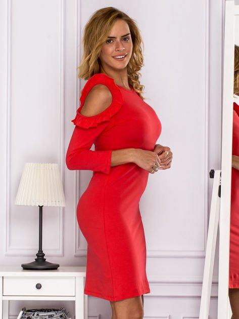 Czerwona sukienka z wycięciami na ramionach                              zdj.                              3