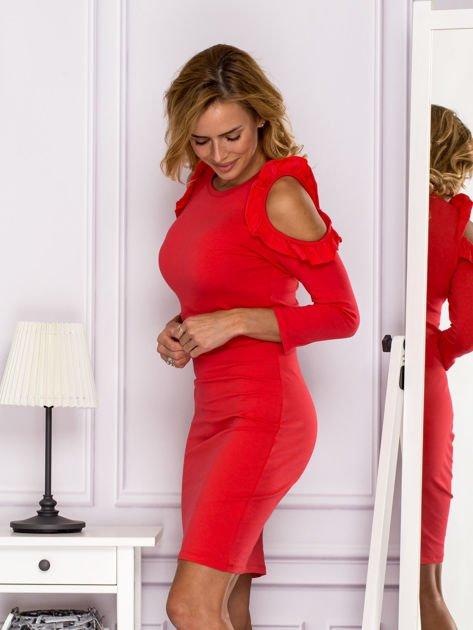 Czerwona sukienka z wycięciami na ramionach                              zdj.                              5