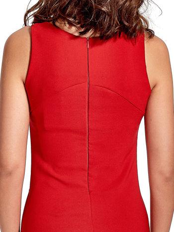 Czerwona sukienka z wycięciem na dekolcie                                  zdj.                                  6