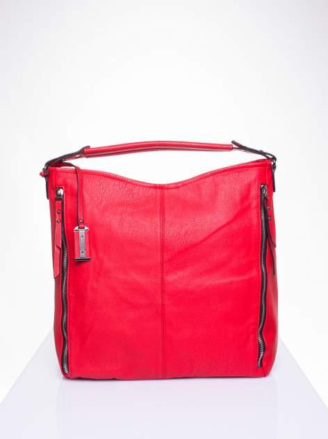 Czerwona torba hobo z suwakami po bokach                                  zdj.                                  1