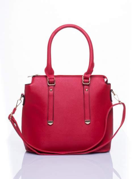 Czerwona torba na ramię z ozdobnymi detalami                                  zdj.                                  1