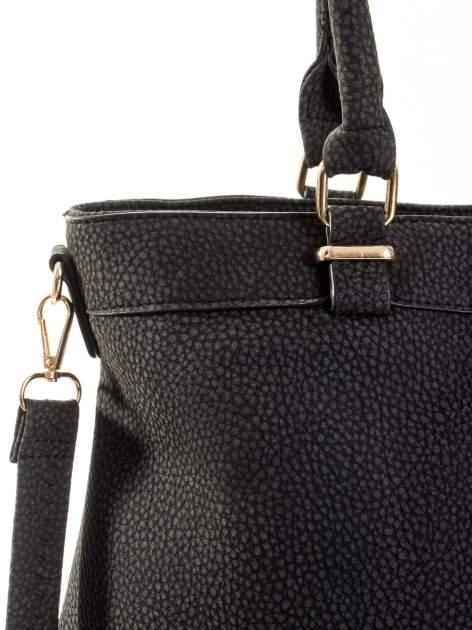 Czerwona torba na ramię ze złotymi okuciami                                  zdj.                                  8