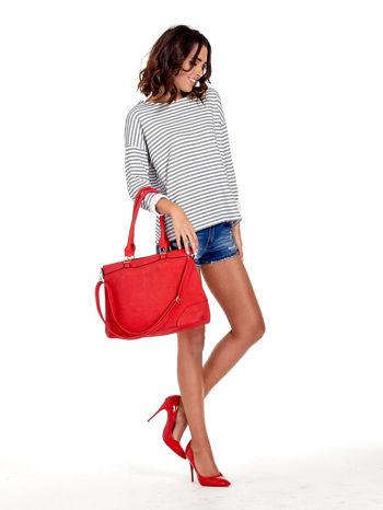 Czerwona torba na ramię ze złotymi okuciami                                  zdj.                                  2