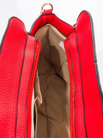 Czerwona torba z klamrami z odpinanym paskiem                                  zdj.                                  9