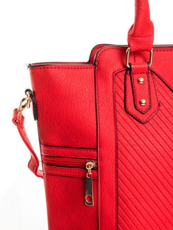 Czerwona torba ze złotymi wykończeniami                                  zdj.                                  6